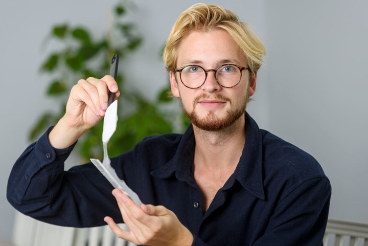 Pontus Törnqvist with his invention Potato Plastic